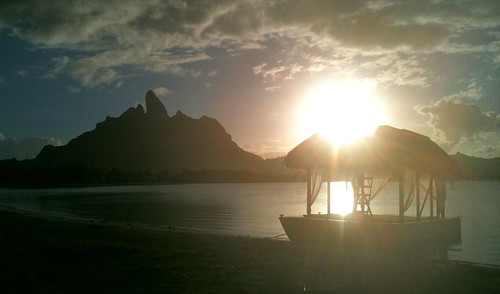 sunset sunlight beach hotel lagoon canoe resort southpacific borabora stregis starwood outriggercanoe otemanu mtotemanu stregisborabora