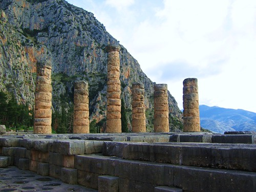 delphi apollo apollotemple greece archaeology europe temple mythology ruins schatzhaus schatzhäuser pythischespiele römischeagora denkmäler mountparnassus felsendersibylle heiligtum oracleofdelphi weihgeschenk weihung heiligestrasse hellenischeepoche klassischezeit pythiangames hallederathener sacredplace sacredway statue history apollon geschichte apollontempel prusiasstatue stadion delfi god greek kuroi odysseus parnassos pythia fries silbernestier unesco orakel sphinxdernaxier sphinx naxier omphalos griechenland katalischequelle antike antikezeit griechen götter mythologie ancient ruinen ancientruins antikeruinen sanctuaryofgodapollon sanctuaryofgodapollo sanctuary