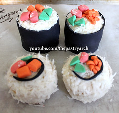How to Make Sushi Roll Cupcakes!