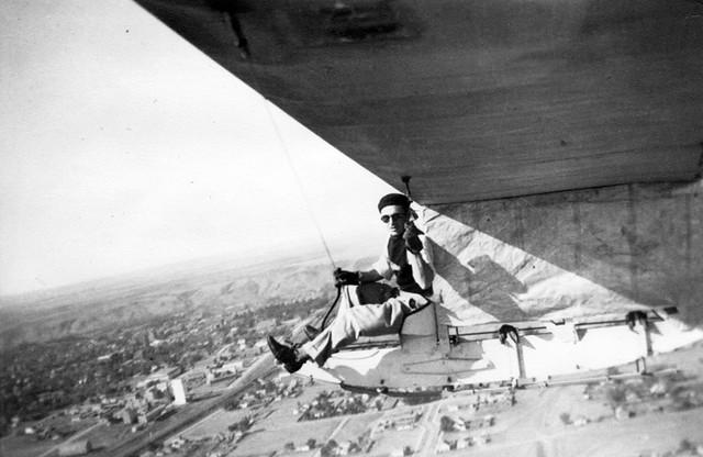 Arthur L. Larson Fonds: W.P. 'Stevie' Stevens in flight