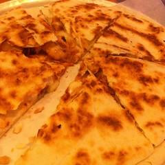 bread(0.0), gã¶zleme(0.0), murtabak(0.0), pizza cheese(0.0), pupusa(0.0), baked goods(0.0), roti(0.0), naan(0.0), bazlama(0.0), roti canai(0.0), chapati(0.0), flatbread(1.0), paratha(1.0), tortilla(1.0), roti prata(1.0), food(1.0), dish(1.0), quesadilla(1.0), cuisine(1.0), tortilla de patatas(1.0),
