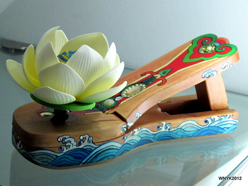 Shoe: Wood Lotus