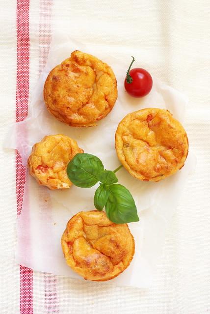Muffins tomate mozzarella basilic