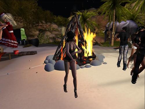 Bailando junto a la hoguera by Cherokeeh Asteria