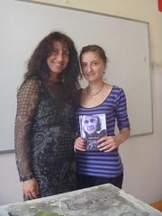 regalando a Aysel mi poemario Esperanza traducido al bulgaro