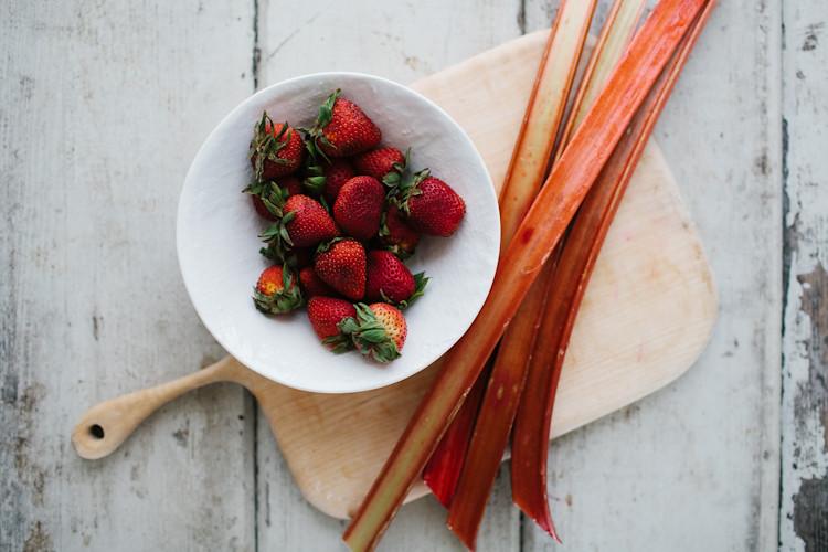 Rhubarb Strawberry Chia Pudding
