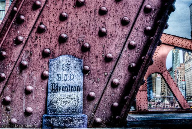 SPOILER ALERT: Gravestone for Megatron in Chicago, Transformers 3, TF3 movie
