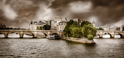 Storm on the Pont Neuf bridge in paris