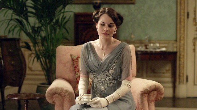DowntonAbbeyS01E_Marylightblue