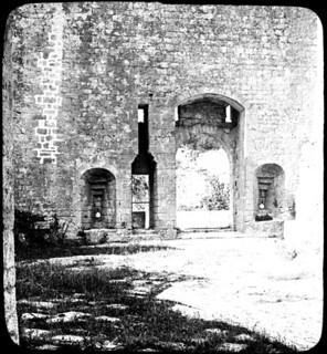 Château de Bonaguil, grande porte d'entrée et guichet intérieur, 30 juin 1902