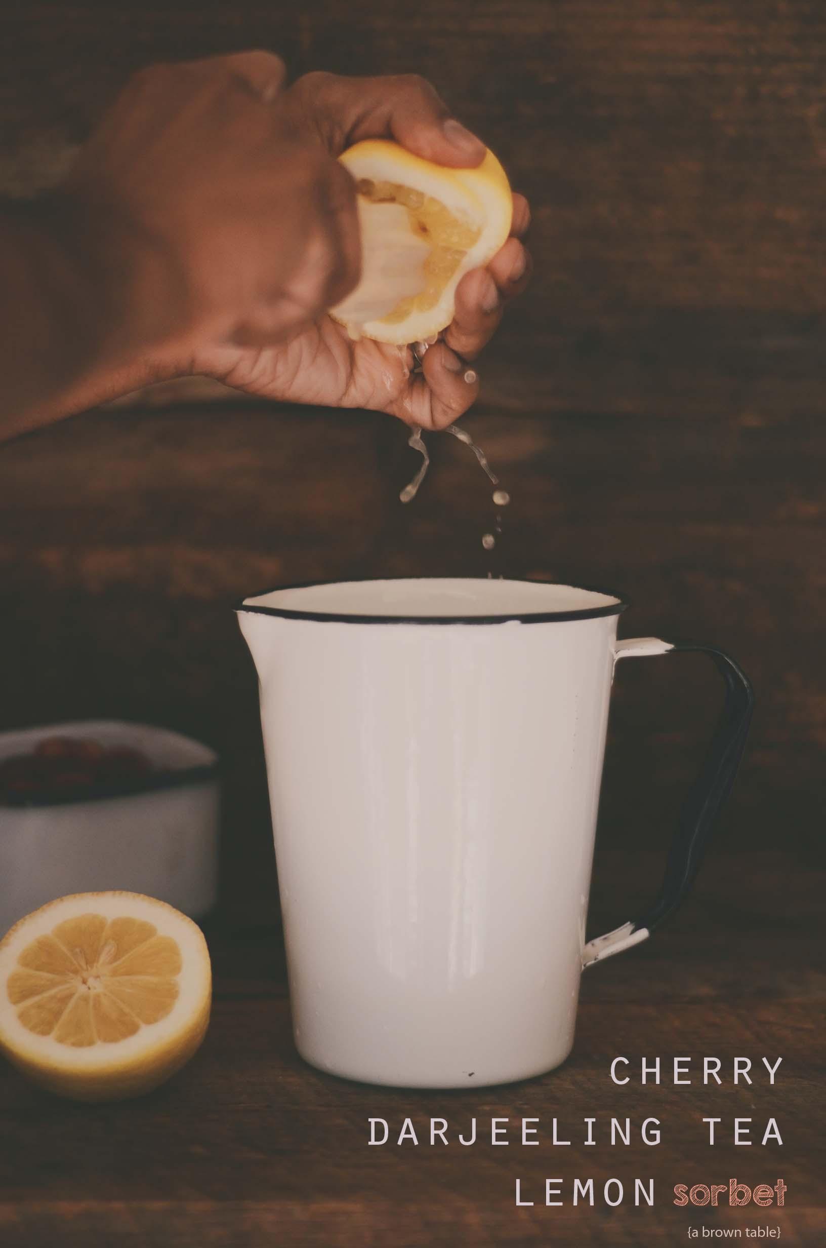 lemon juice squeezing
