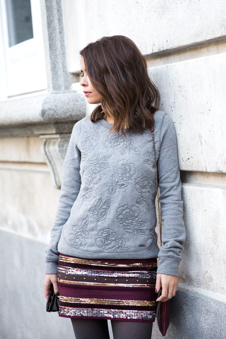 Abercrombie-Embroidered_Skirt-Sweatshirt_Grey-Outfit-Street_Style-Collagevintage-19