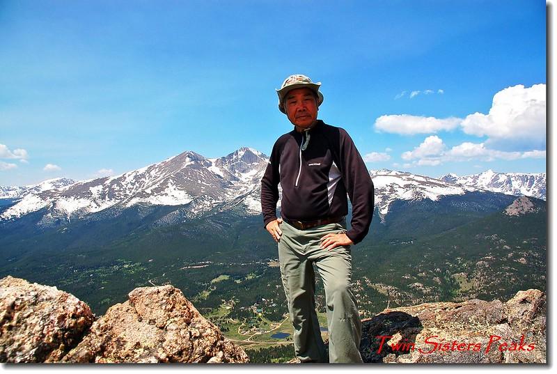 Twin Sisters西峰頂(背景為Longs Peak) 1