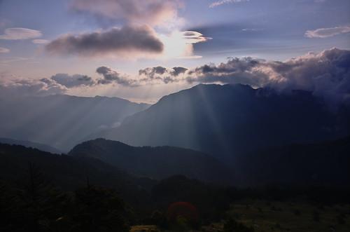 Hidden Sun beyond Mt. Ping-feng