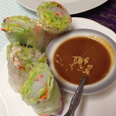 Fresh roll with chicken and shrimp and peanut sauce. #thaiair #beaumontca