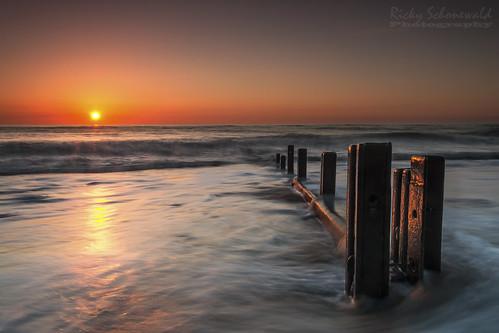 uk longexposure seascape sunrise northsea posts northeast sunderland groynes seaham ndfilters waterbreakers gradfilter nikond3100 rickyschonewald