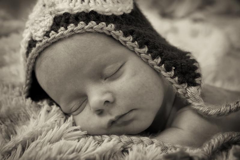 219A0103-bw Newborn twins