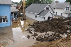 Minot emergency workers patch Broadway levee [Image 4 of 9]