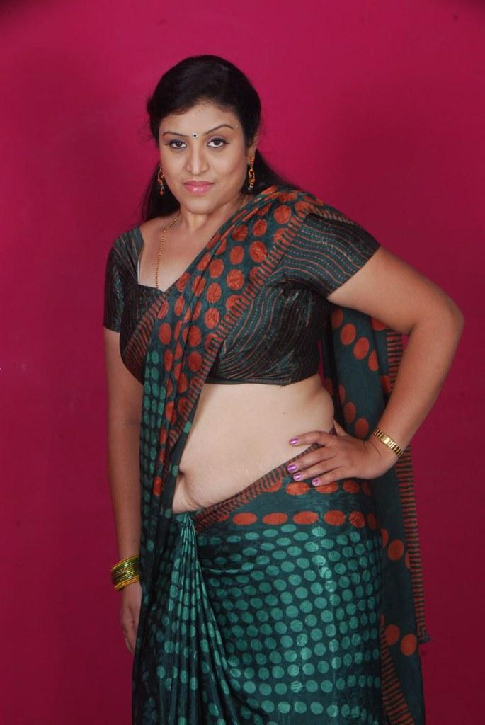 Hot saree aunty photos images