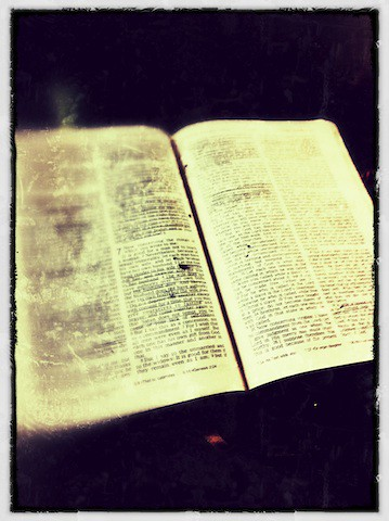 Bible study notes on DARKNESS from biblereferenceguide.com
