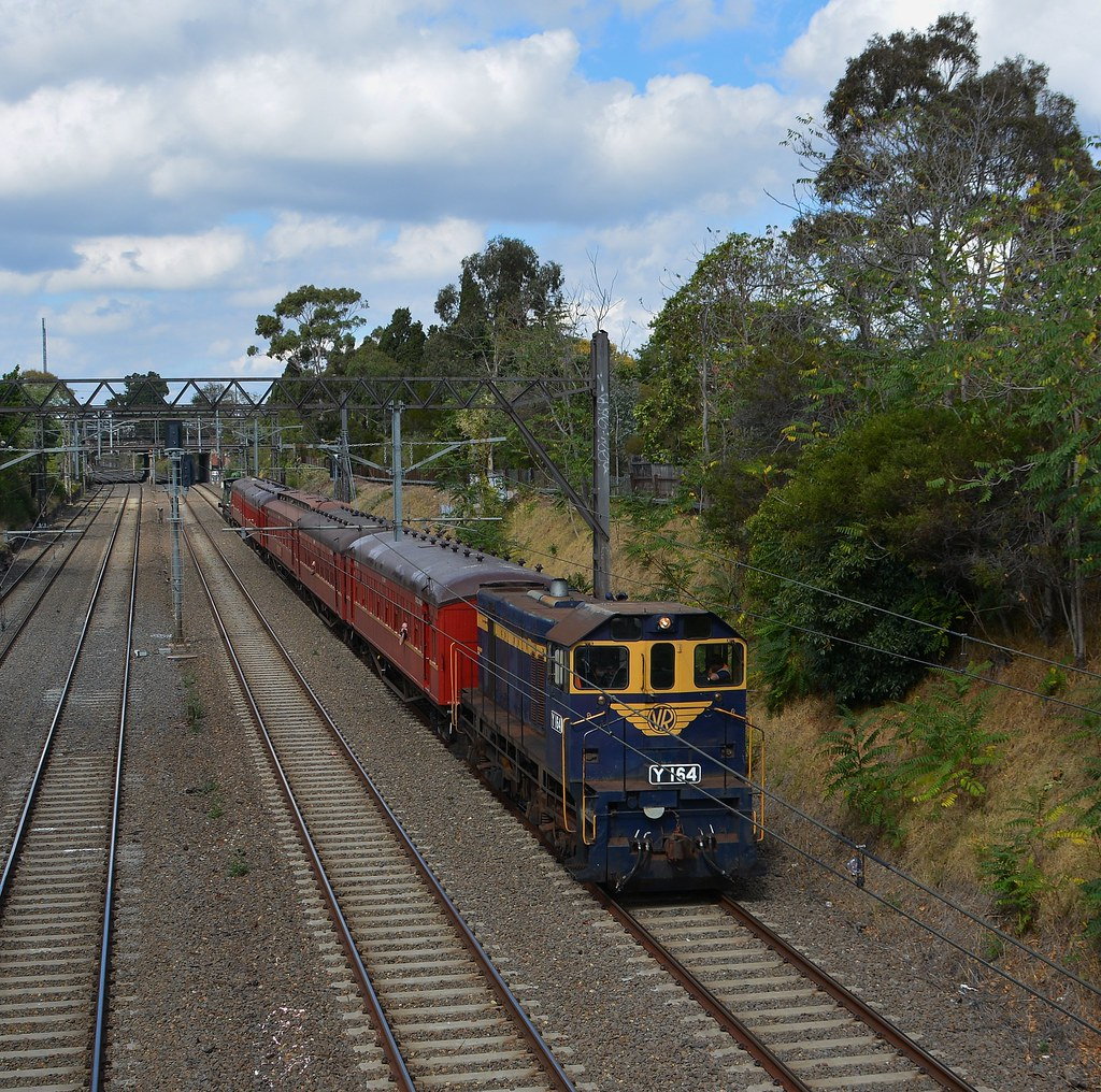 Y164 approaching Armadale by LOCOPOWER