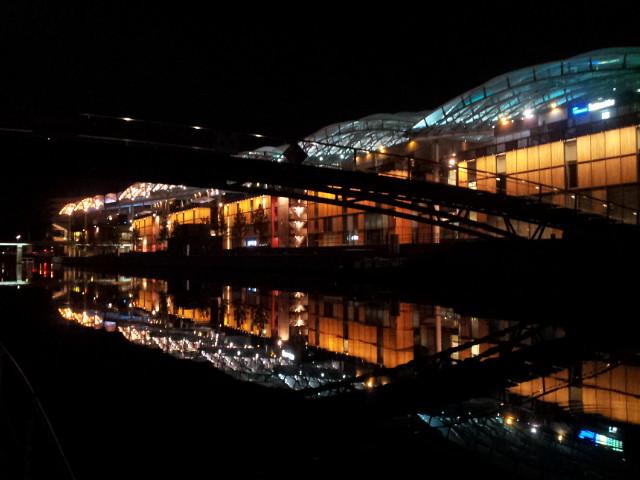 <p>10. auch bei Nacht ist die Hafengegend eindrücklich...</p>