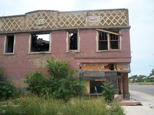 An abadoned building in the Linwood Corridor at Gladstone on Detroit's westside. This building once housed Rankin's Market, Meatland, a storefront church and another corner market at Hazelwood. (Photo: Abayomi Azikiwe) by Pan-African News Wire File Photos