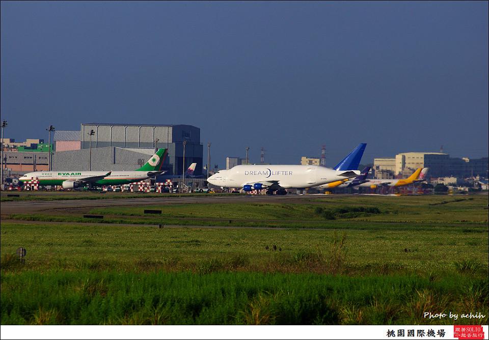 Boeing 747-409(LCF) Dreamlifter N747BC 003