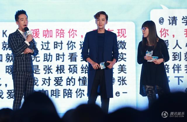 [article] JKS showed his cuteness, his love of eating, gave fans short floral pants on stage 14010778696_6b0c91af65_z