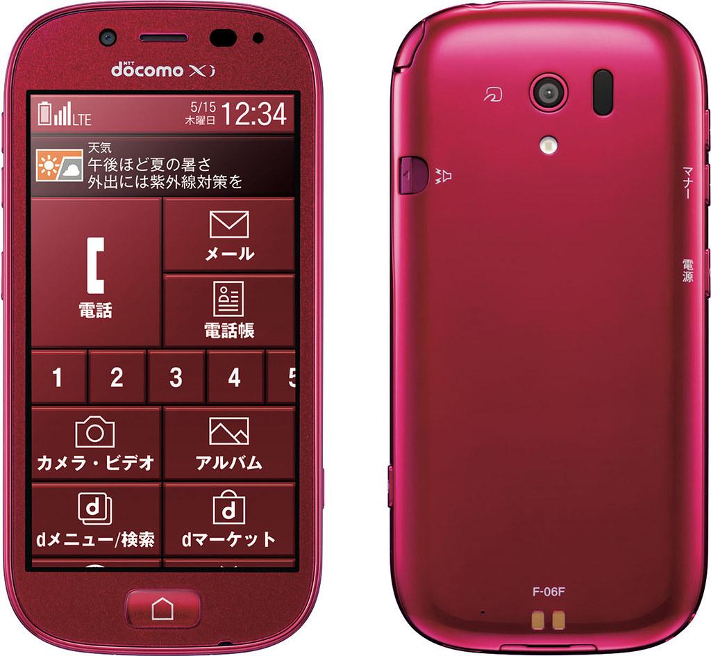 らくらくスマートフォン3 F-06F 実物大の製品画像