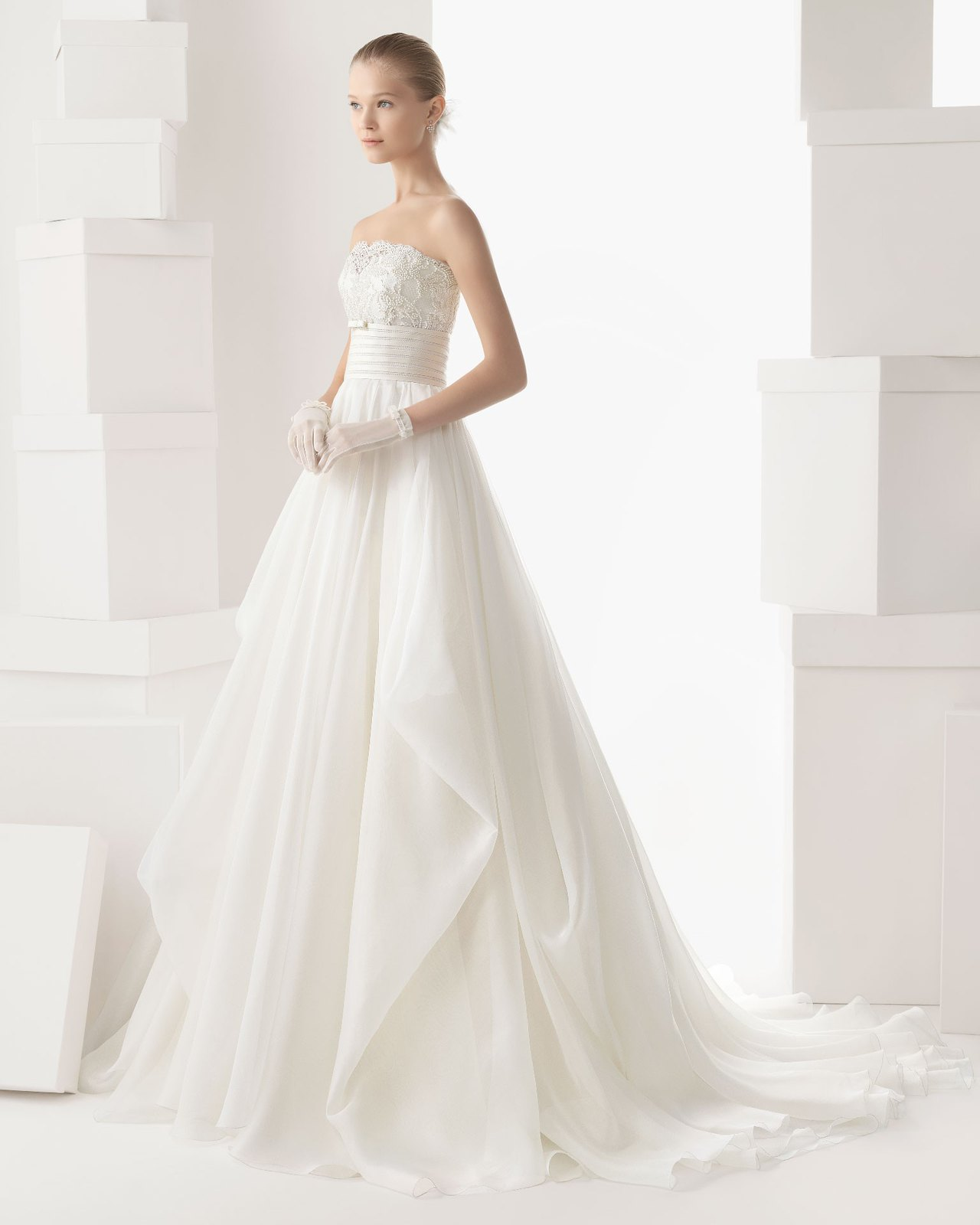 organza-strapless-chapel-train-ball-gown-wedding-dress-wro0019-a