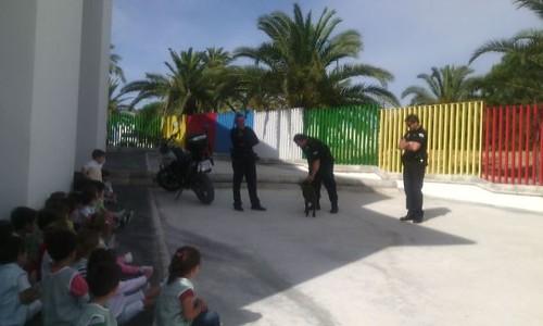 AionSur 14283958785_fbbd3aa199_d La Escuela Infantil Campanilla recibe la visita de los agentes de la Unidad Canina Educación Unidad Canina visita Escuela Infantil Campanilla