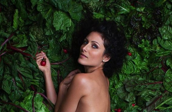 lisa-edelstein-naked-592x387