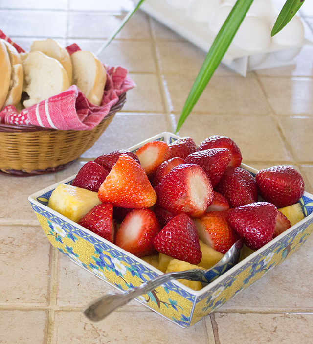 bagels and strawberries for breafast