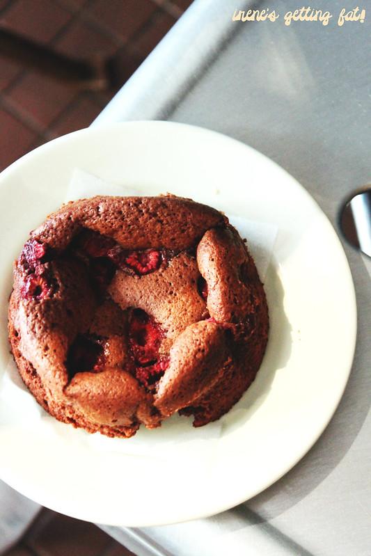 flourandstone-raspberry-chocolate-buttermilk-cake