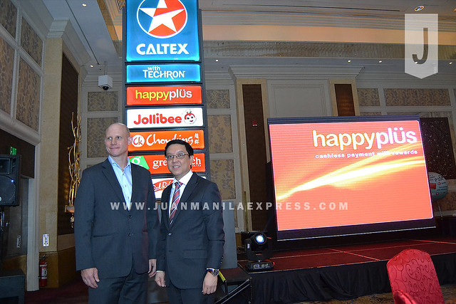 GAS UP TO CALTEX. Chevron Philippines Inc. General Manager Peter Morris and Jollibee Foods Corporation Chief Operating Officer Ernesto Tanmantiong during the Gas UP TO CALTEX AND EARN HAPPYPOINTS promo launch at EDSA Shangri-La Makati.