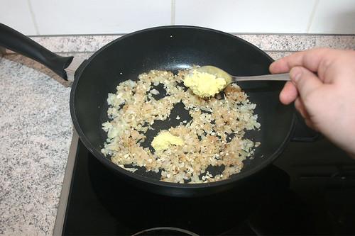 32 - Geriebenen Ingwer dazu geben / Add grinded ginger
