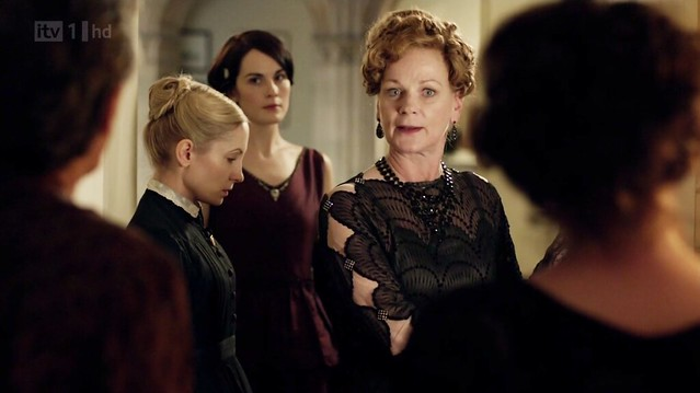 DowntonAbbeyS02E09_Rosamund_blackdiamondsleeves_front