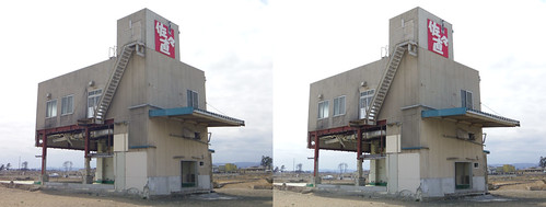 Building hit by the tsunami at Yuriage, stereo parallel view