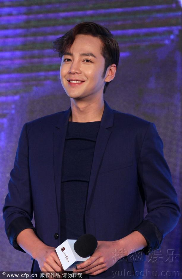 [Pics] Jang Keun Suk Calls For More Charity Work and Be Eco-Friendly At Caffe Bene FM_20140426 14034978916_60dc86164a_o