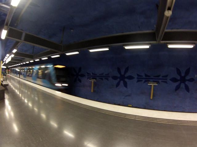 Interior de las estaciones del metro de estocolmo metro de estocolmo - 14219414531 13ef93c17a z - Arte en el metro de Estocolmo
