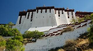 Attēls no Potala Palace. tibet file:md5sum=247ea19379baf7e1f201575a4b0b6f84 file:sha1sig=057a3b6a836a508c28859ad2eccd0a7679fd0724