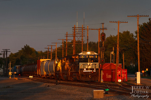 nkp sunset manifest c409w pole 9902 train309 ns signal nickelplate norfolksouthern train conneaut ohio unitedstates us