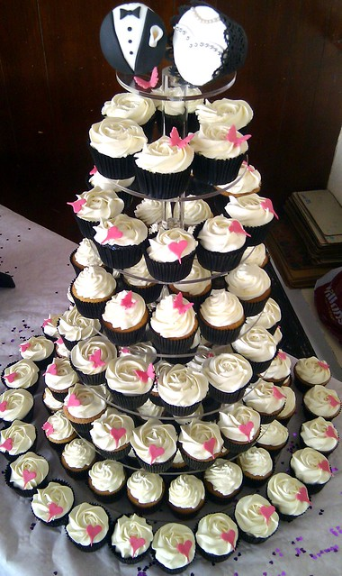Divya\'s blog: Black White wedding cupcakes cupcakes buttercream ...