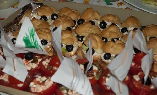 Bignè follettosi e barchette di pomodoro