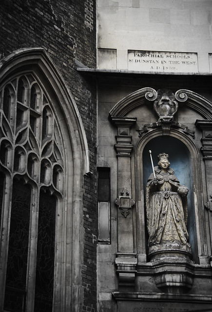 Queen Elizabeth I statue -St. Dunstan-in-the-West