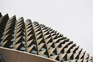 Esplanade Theatres जवळ सिंगापुर की छवि. film singapore esplanade durian fujicast705 ferrania solaris200 theatresonthebay