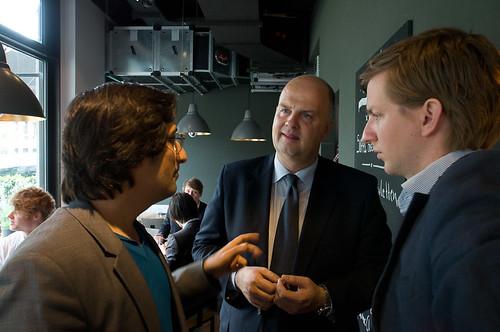 Alexander Görlach, Thomas Ellerbeck, Mitglied der Geschäftsführung Deutschland von Vodafone, und Alexander Kudlich von Rocket Internet