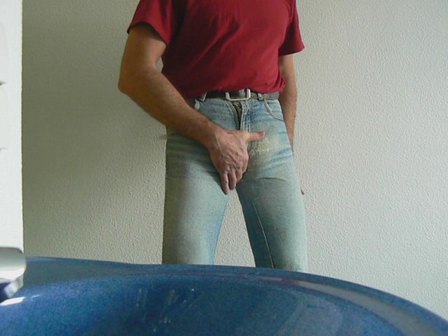 Enge Jeans tragen Mama