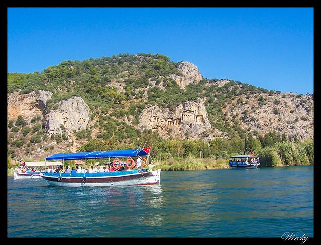 En barco por las tumbas rupestres de Dalyan